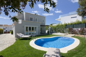 Villa for sale in Almancil, Quarteira, Vilamoura, Quinta do Lago, Vale do Lobo, Faro - EMA13141